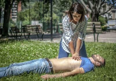 Com realitzar la Reanimació Cardiopulmonar (RCP): Primers Auxilis